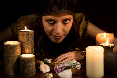 霊感占いにもいる本物と偽物の霊能者を見分けるポイント